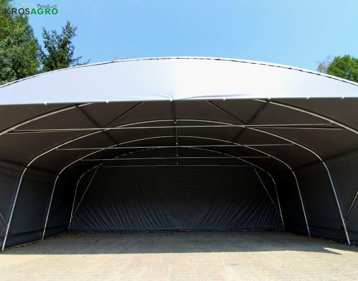 tenda fatta di tubi e profili per feste
